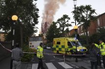 epa06027167 Police and rescue services operate near the fire at the Grenfell Tower, a 24-storey apartment block in North Kensington, London, Britain, 14 June 2017. According to the London Fire Brigade, 40 fire engines and 200 firefighters are working to put out the blaze. Residents in the tower were said to be evacuating and a number of people were treated for a 'range of injuries,' Metropolitan Police said.  EPA/FACUNDO ARRIZABALAGA