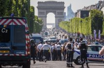 epa06037442 A police operation is under way on the Champs Elysees avenue after a car collided a with a police vehicle in Paris, France, 19 June 2017. According to latest reports, the driver allegedly drove to the police vehicle intentionally.  EPA/CHRISTOPHE PETIT TESSON