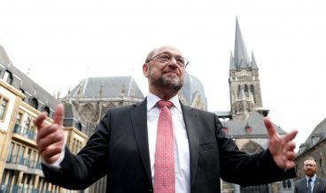 epa06083661 Germany's leader of the German Social Democratic Party (SPD) and candidate for the German Chancellor Martin Schulz, visits the Cathedral of Aix-la-Chapelle in Aachen, Germany, 12 July 2017. Shulz is visiting Bavaria, North Rhine-Westphalia and Hamburg, for a summer tour from 10 to 14 July.  EPA/FRIEDEMANN VOGEL