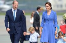 epa06095895 Britain's Prince William, Duke of Cambridge (L) and Catherine, Duchess of Cambridge (R) with their children Prince George and Princess Charlotte during a farewell ceremony at the airport in Warsaw, Poland, 19 July 2017. The Duke and Duchess of Cambridge end their first official visit to Poland to continue on for an official visit to Germany.  EPA/MARCIN OBARA POLAND OUT