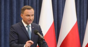 epa06106452 Polish President Andrzej Duda during a press conference in the Presidential Palace in Warsaw, Poland, 24 July 2017. President Duda said in a statement that he will veto Supreme Court and National Judiciary Council bills. Large protests have been held across Poland in the past week over new rules passed 20 jULY by the ruling party that would limit the independence of the judiciary.  EPA/Pawel Supernak POLAND OUT