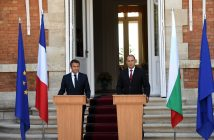 epa06161615 Bulgarian President Rumen Radev (R) and President of France, Emmanuel Macron (L) during the official press conference at the Residence Evksinograd in the town of Varna, Bulgaria, 25 August 2017. The President of France Emmanuel Macron arrived on a two day visits in Bulgaria.  EPA/VASSIL DONEV