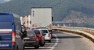 задръстване път магистрала трафик аварийна лента