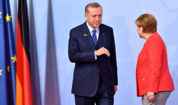 epa06072107 German Chancellor Angela Merkel (R) and Turkish President Recep Tayyip Erdogan (L) at the official reception to the opening day of the G20 summit in Hamburg, Germany, 07 July 2017. The G20 Summit (or G-20 or Group of Twenty) is an international forum for governments from 20 major economies. The summit is taking place in Hamburg 07 to 08 July 2017.  EPA/LUKAS BARTH