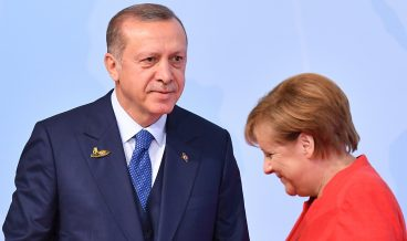 epaselect epa06072103 German Chancellor Angela Merkel (R) and Turkish President Recep Tayyip Erdogan (L) at the official reception to the opening day of the G20 summit in Hamburg, Germany, 07 July 2017. The G20 Summit (or G-20 or Group of Twenty) is an international forum for governments from 20 major economies. The summit is taking place in Hamburg 07 to 08 July 2017.  EPA/LUKAS BARTH