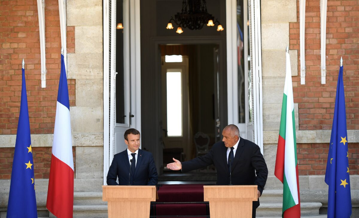 epa06161824 Prime Minister of Bulgaria, Boyko Borisov (R) welcomes the President of France , Emmanuel Macron (L) during the official press conference at the Residence Evksinograd in the town of Varna, Bulgaria, 25 August 2017. The President of France Emmanuel Macron arrived on a two day visits in Bulgaria. EPA/VASSIL DONEV