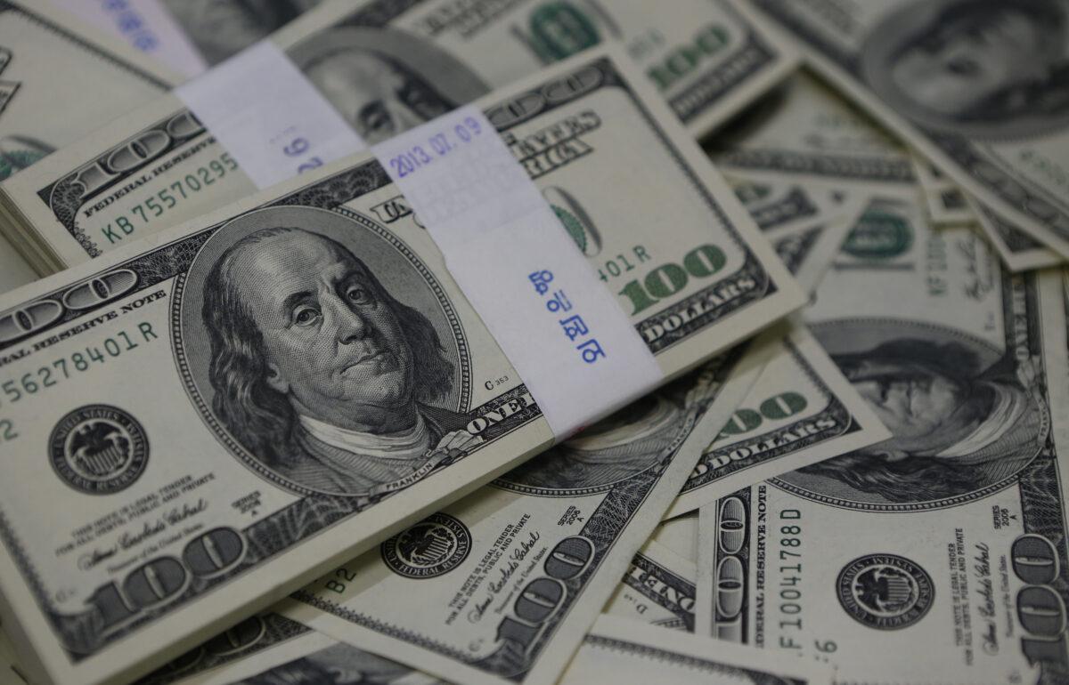 Пари, долар