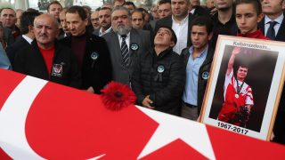 epa06338335 People pray during Turkish weightlifter Naim Suleymanoglu's funeral ceromony in Istanbul, Turkey, 19 November 2017. Three-time Olympic weightlifting champion Naim Suleymanoglu, known as 'Pocket Hercules', died of liver failure at the age of 50 in Istanbul, media reports claimed on 18 November 2017.  EPA/SEDAT SUNA