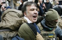 Georgian former President Mikheil Saakashvili is detained by officers of the Security Service of Ukraine, conducting a search of his apartment, in Kiev, Ukraine December 5, 2017. REUTERS/Valentyn Ogirenko