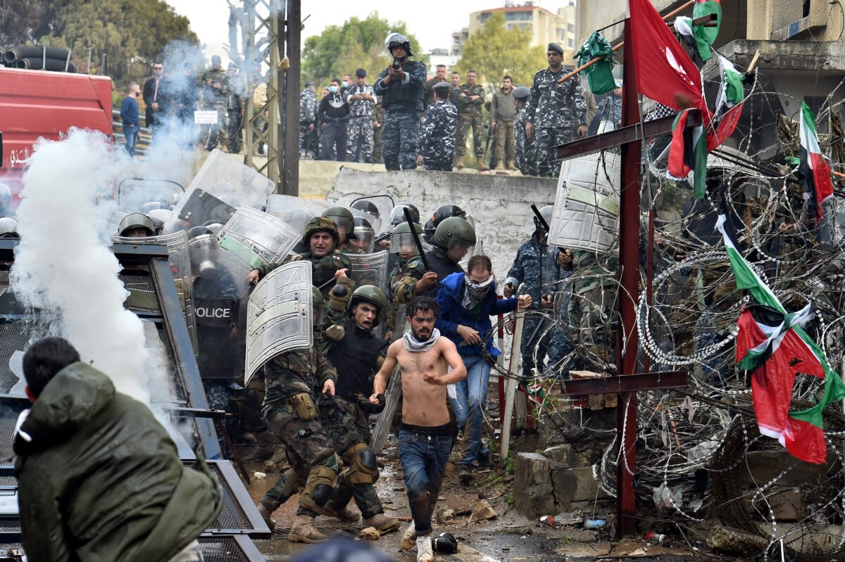 epa06380647 Lebanese army soldiers clashes with protesters during a protest against US President Donald Trump's decision to recognize Jerusalem as the Capital of Israel, in Awkar, east of Beirut, Lebanon, 10 December 2017. US president Donald J. Trump on 06 December announced he is recognizing Jerusalem as the Israeli capital and will relocate the US embassy from Tel Aviv to Jerusalem. EPA/WAEL HAMZEH
