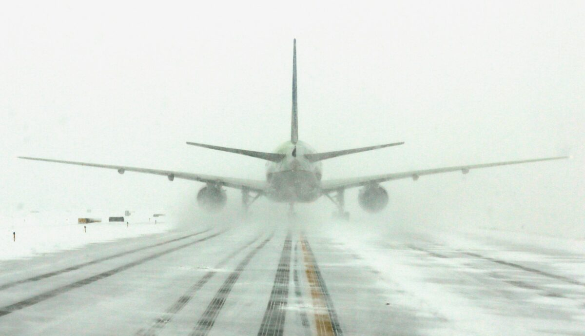 самолет, сняг
