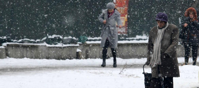 Валежи от сняг и дъжд и усложнена обстановка в страната