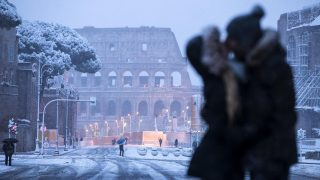 Weather: Rome under snow