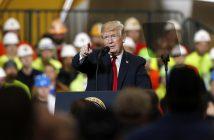 epa06636344 US President Donald J. Trump speaks about his infrastructure plan during a visit to Local 18 Richfield Training Facility in Richfield, Ohio, USA, 29, March 2018.  EPA/DAVID MAXWELL