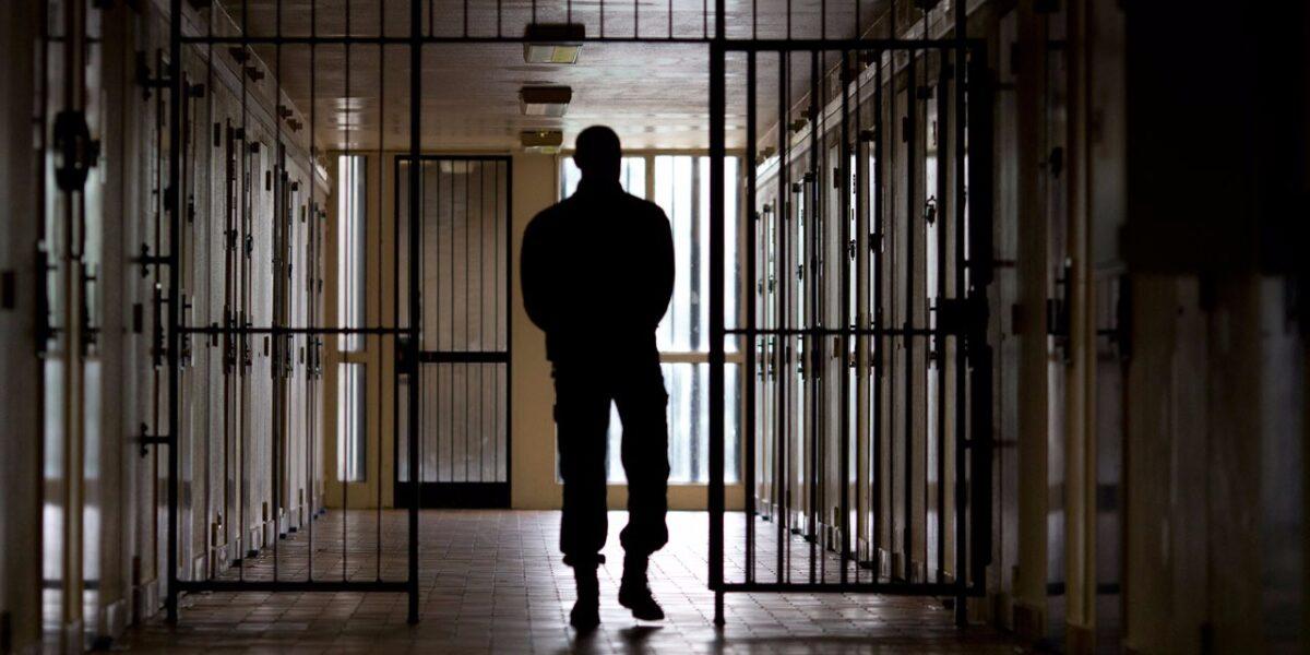 затвор надзирател