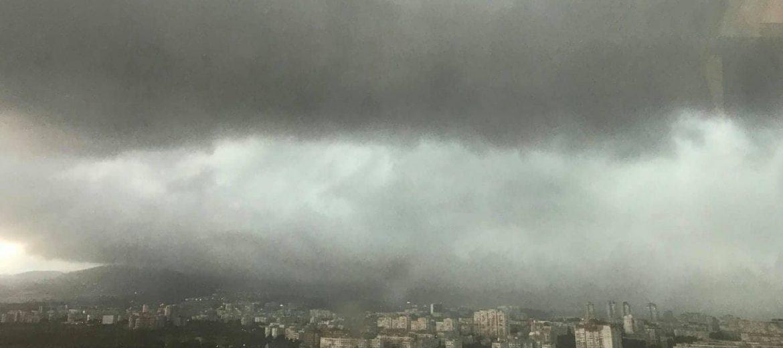 Над 1 500 сигнала за наводнени обекти в София са подадени след проливния дъжд в понеделник вечерта