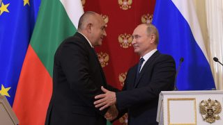 epa06773909 Russian President Vladimir Putin (R) shakes hands with Bulgarian Prime Minister Boyko Borissov (L) during a joint news conference following their talks in the Kremlin in Moscow, Russia, 30 May 2018. Bulgarian Prime Minister is on a working visit to Moscow.  EPA/ALEXEI DRUZHININ / SPUTNIK / KREMLIN POOL / POOL MANDATORY CREDIT