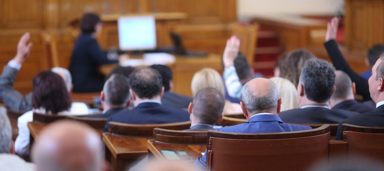 Парламентът прие Закона за социалните услуги