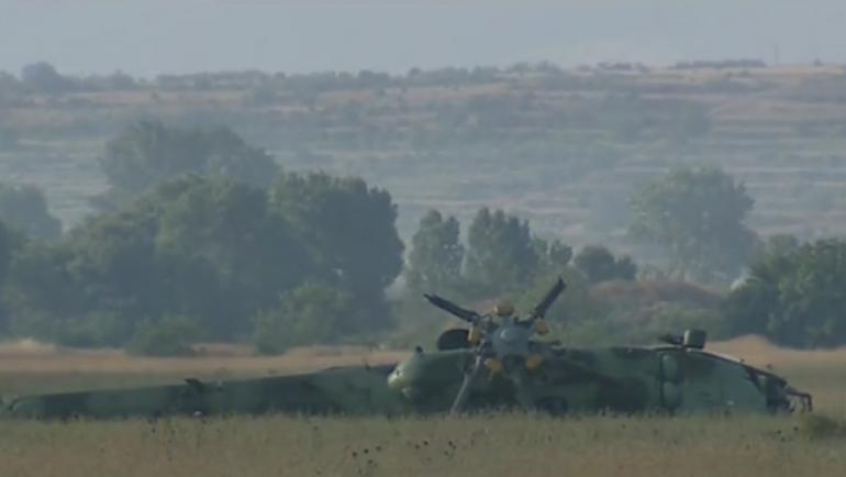 770-434-padna-voenen-helikopter