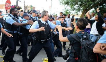 636672122800057005-AP-Police-Shooting-Chicago-101496611