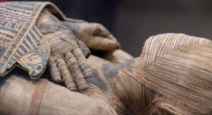 Археолози откриха мумии в гробница на 2500 години