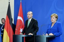 epa07054034 Turkish President Recep Tayyip Erdogan (2-R) and German Chancellor Angela Merkel (R) during a press conference in Berlin, Germany, 28 September 2018. Erdogan comes to Germany for an official state visit to Berlin and Cologne from 27 to 29 September.  EPA/CLEMENS BILAN