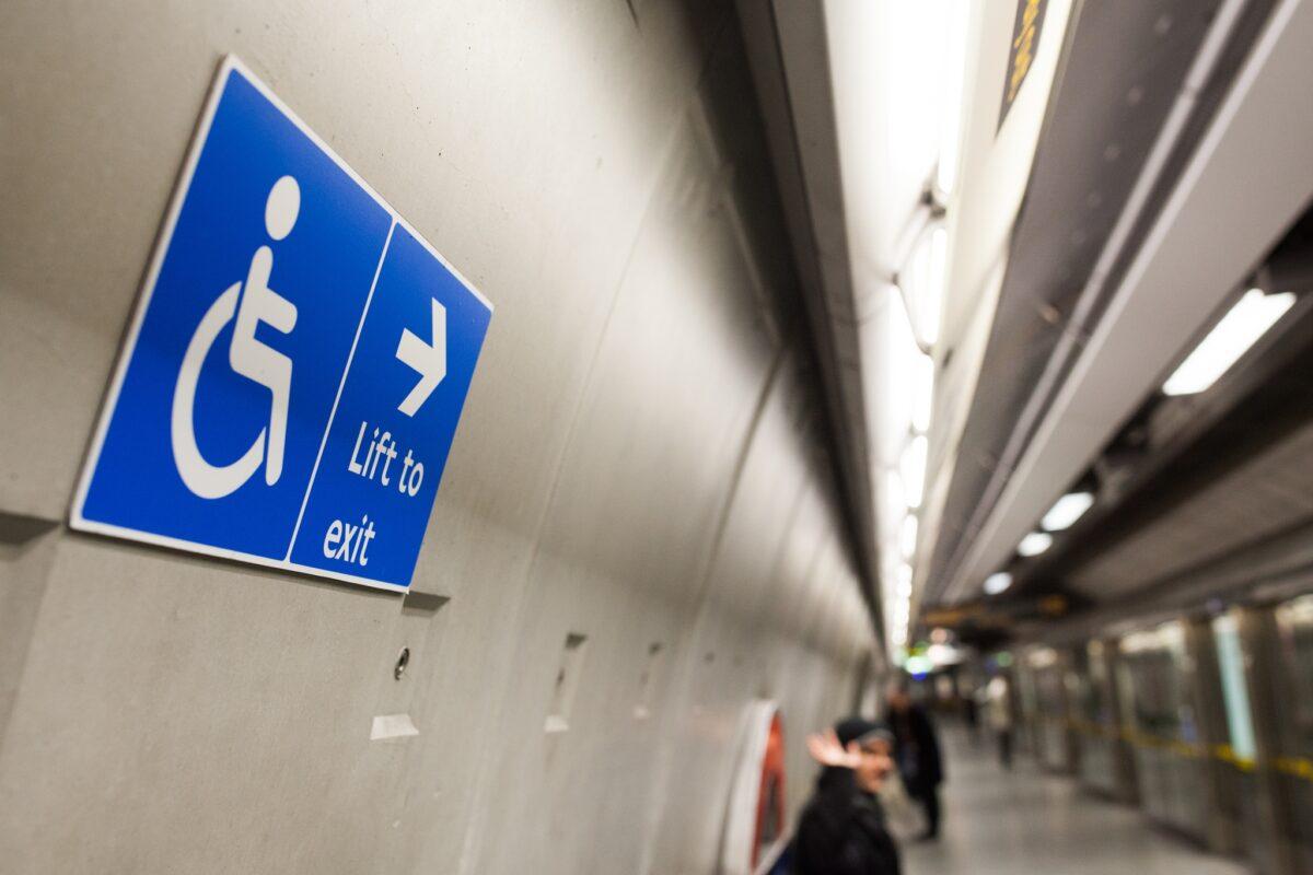 хора с увреждания. инвалиди