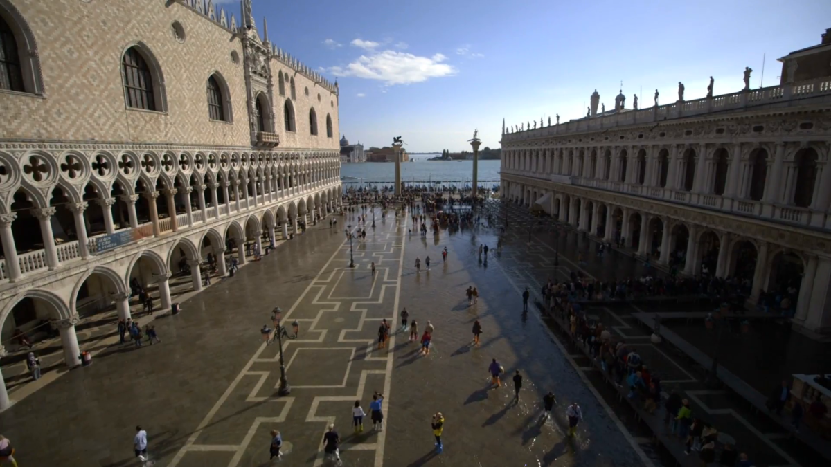 venice-underwater-at-high-tide-flood-climate-change-water-level_ey2mtbrgx__F0000
