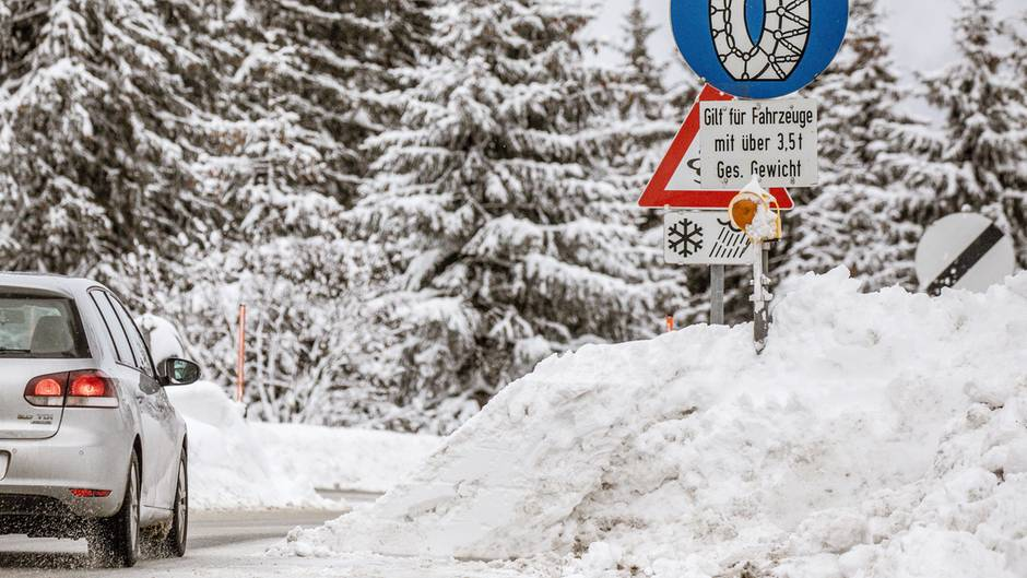 Bavaria-snow-and-traffic-chaos-with-the-current-weather-situation-in-the-Live-Tracker