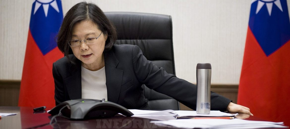epa05657462 A handout picture released by the Office of the President Taiwan on 03 December 2016 shows Taiwanese President Tsai Ing-wen having a phone conversation with US President-elect Donald Trump late evening in Taipei, Taiwan, 02 December 2016. According to reports, the two presidents' phone conversation was an historic happening as the United States and Taiwan cut off diplomatic ties in 1979. Trump and Tsai discussed economic, political, and security ties, media added.  EPA/OFFICE OF THE PRESIDENT OF TAIWAN  HANDOUT EDITORIAL USE ONLY/NO SALES