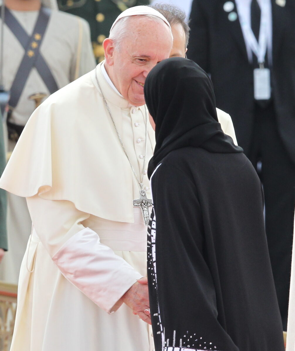 epa07342063 Pope Francis (L), head of the Catholic Church, shakes hand with Amal Al Qubaisi (R), the President of the UAE Federal National Council, during the official welcome ceremony at the Presidential Palace in Abu Dhabi, United Arab Emirates, 04 February 2019. Pope Francis is on three-day visit to the UAE, making him the first pontiff to visit an Arab Gulf state. EPA/ALI HAIDER