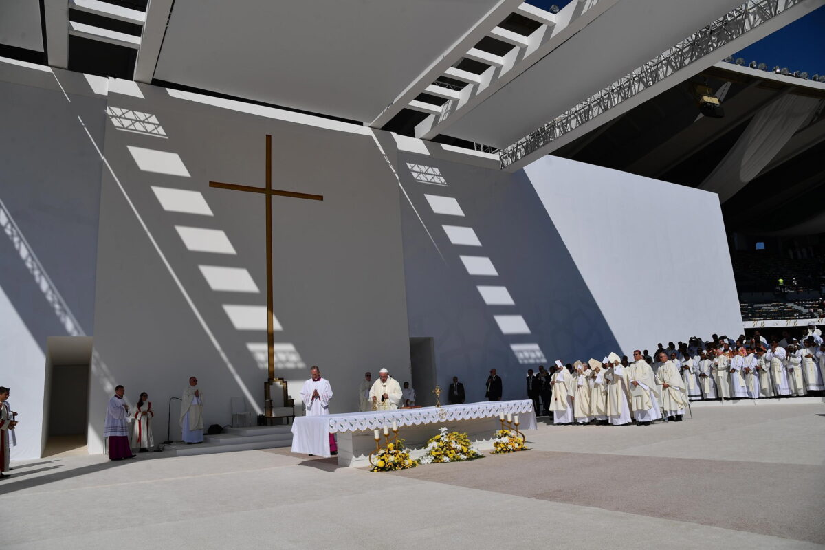 epa07344849 Pope Francis leads a Holy mass in Zayed Sport City Stadium, in Abu Dhabi, United Arab Emirates, 05 February 2019. Pope Francis is visiting the United Arab Emirates from 03 to 05 February.  EPA/LUCA ZENNARO