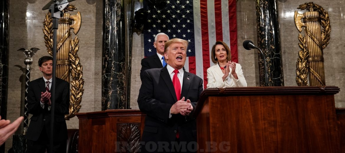 epa07346844 US President Donald J. Trump (C) delivers the State of the Union address, with Vice President Mike Pence and Speaker of the House Nancy Pelosi at the Capitol in Washington, DC, USA, 05 February 2019.  EPA/Doug Mills / POOL