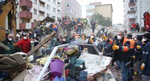 Жилищен блок се срути в Истанбул (снимки)