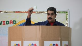 epa06382117 A handout photo made available by Miraflores shows Venezuelan President Nicolas Maduro, as he casts his vote, during the municipal elections in Caracas, Venezuela, 10 December 2017. Venezuela is holding elections for 335 mayoralties and the governorship of the western state of Zulia.  EPA/MIRAFLORES / HANDOUT  HANDOUT EDITORIAL USE ONLY/NO SALES