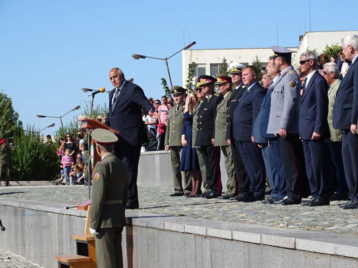 Резултат с изображение за БСП сезира ОИК за агитация от джипа на премиера Бойко Борисов