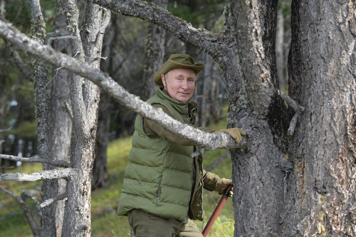 Russian President Vladimir Putin and Defence Minister Sergei Shoigu in Siberian Taiga area