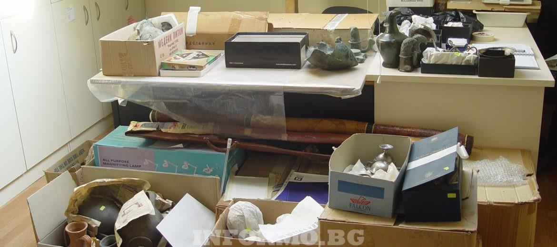 """Прокуратурата откри множество предмети на Божков с белези на културни ценности, съхранявани в """"насипно състояние"""""""
