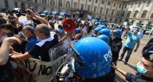 Десни и крайнодесни партии организираха съвместен протест в Италия (снимки)