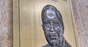 Осветиха барелеф в памет на основателя на ВМА (снимки)