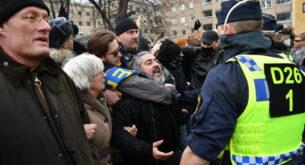 Шведската полиция разпръсна демонстрация срещу COVID-ограниченията в Стокхолм