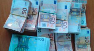 Митнически задържаха 250 000 недекларирани евро в товарен автомобил с цветя